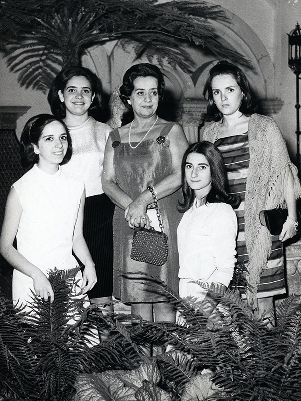 Prof. Helena Costa with students